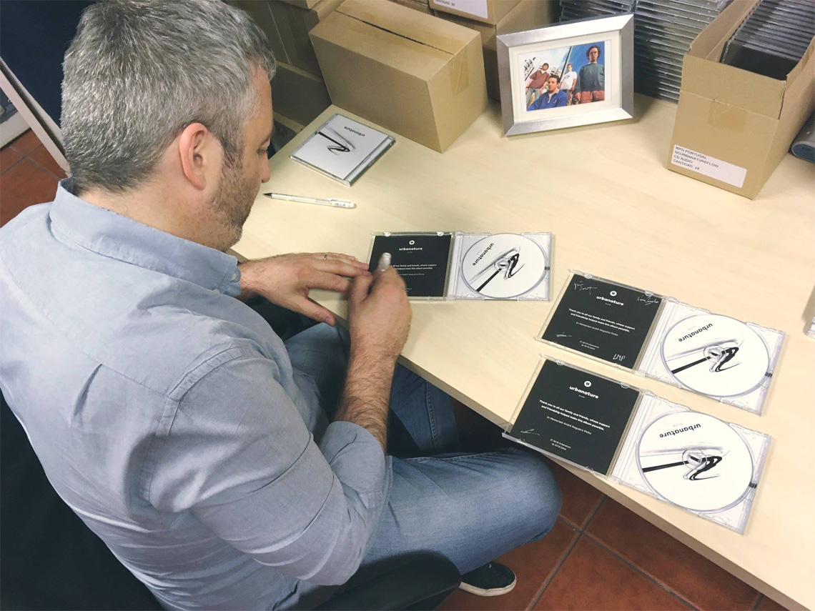 Urbanature: Francisco Cardoso signs the limited edition CD